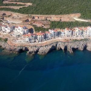 Luštica village