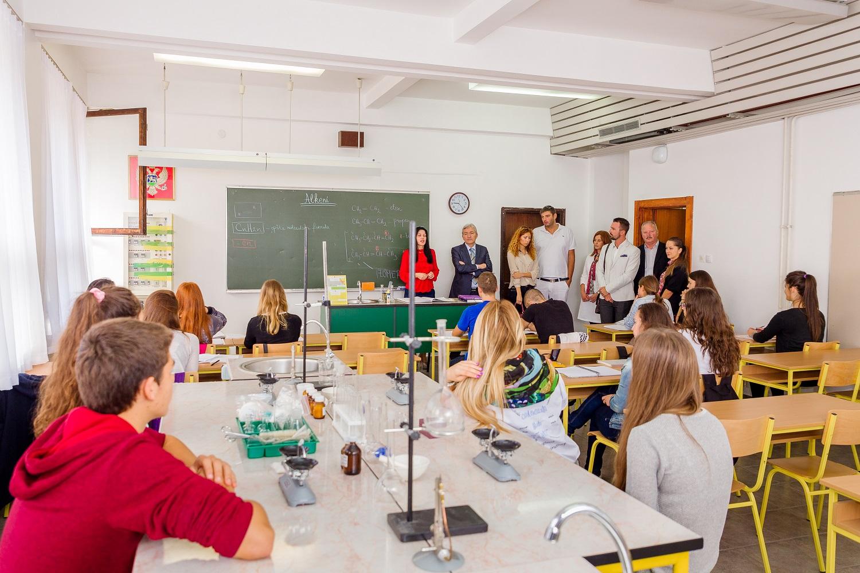 PM - Donacija Srednjoj Skoli - Okt 2014-3556