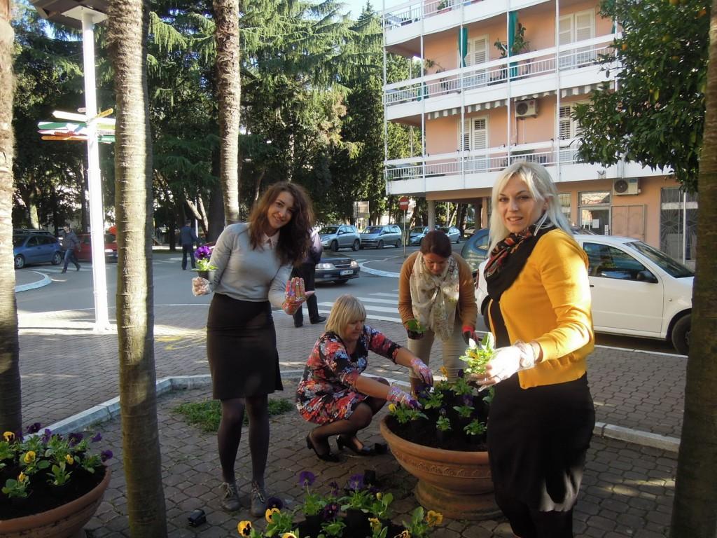 TOT - Dame sade cvijeće