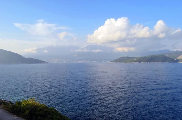 Pogled na ulaz u Boku Kotorskuu