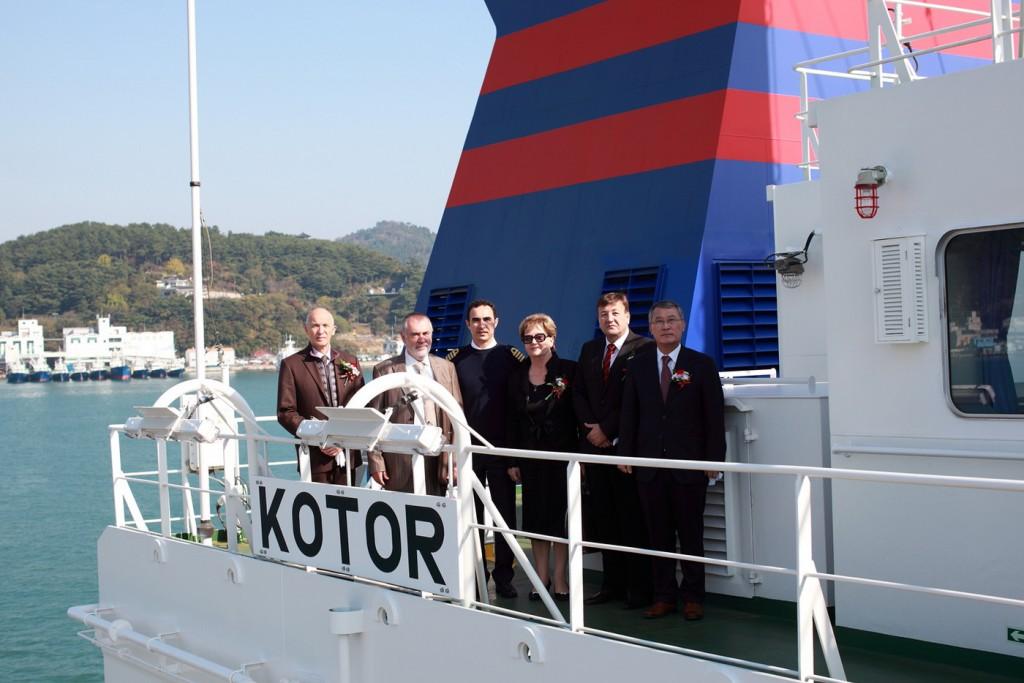 Maja Catovic  i Stevo Dabinovic sa saradnicima na novom brodu_resize