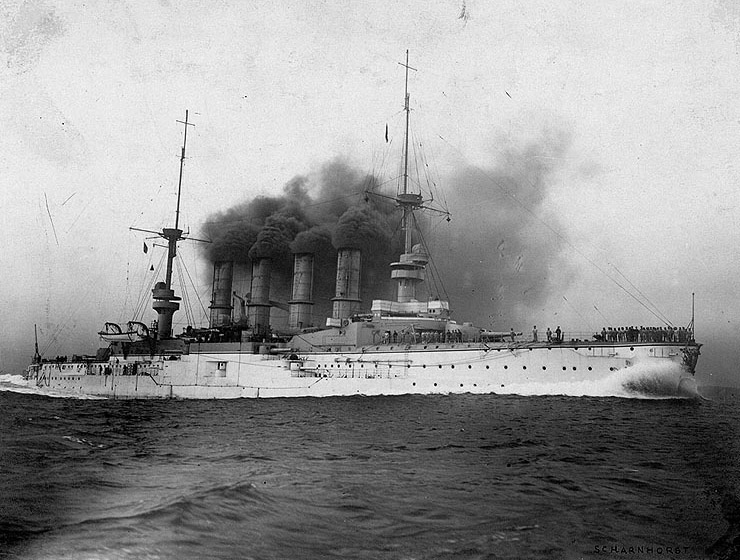 Speov admiralski brod, oklopni krstar SCHARNHORST