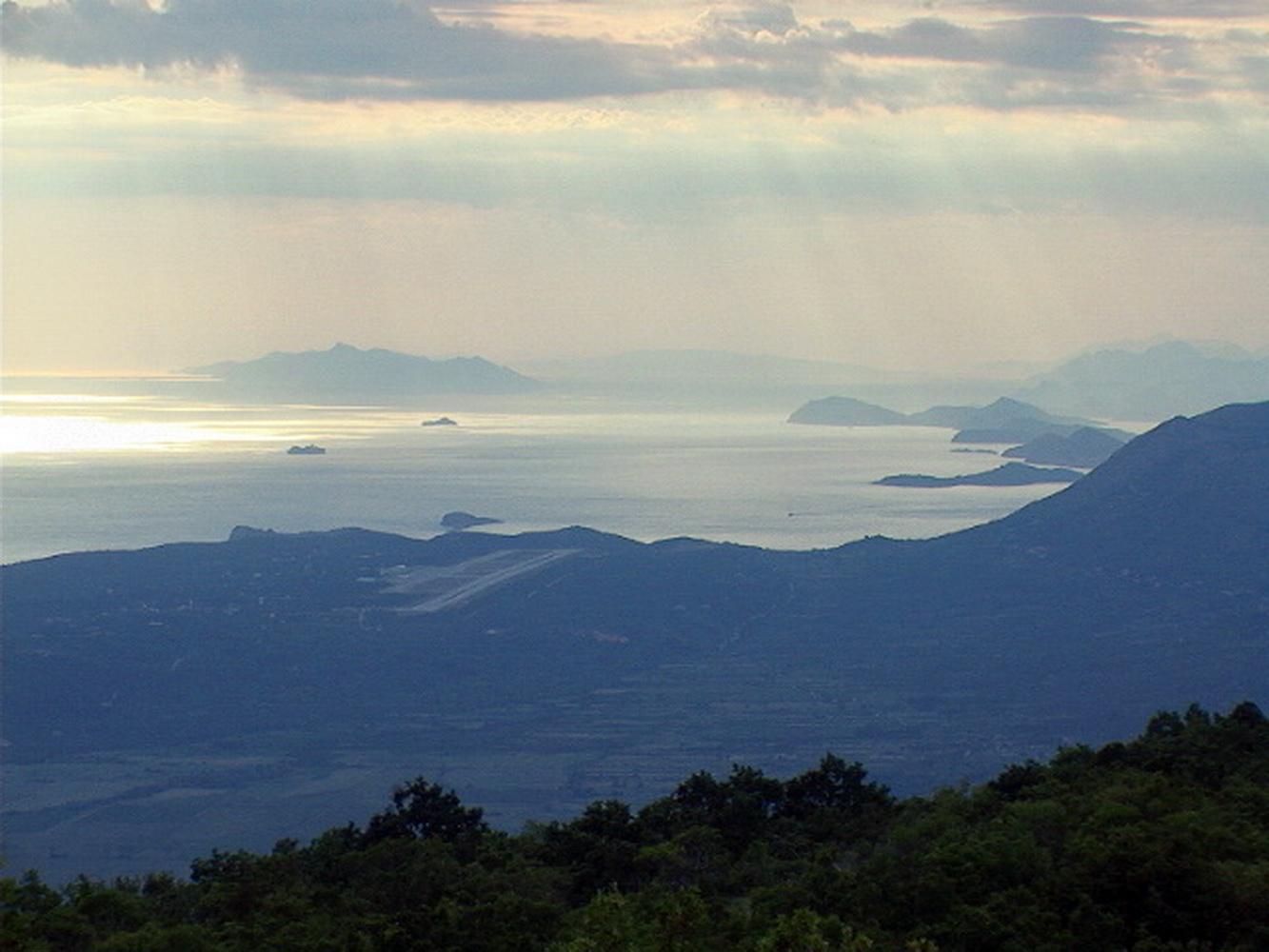 Konavle sa aerodromom, Elafiti, Mljet i Korčula, gledani sa CG strane granice u reonu Bjelotine
