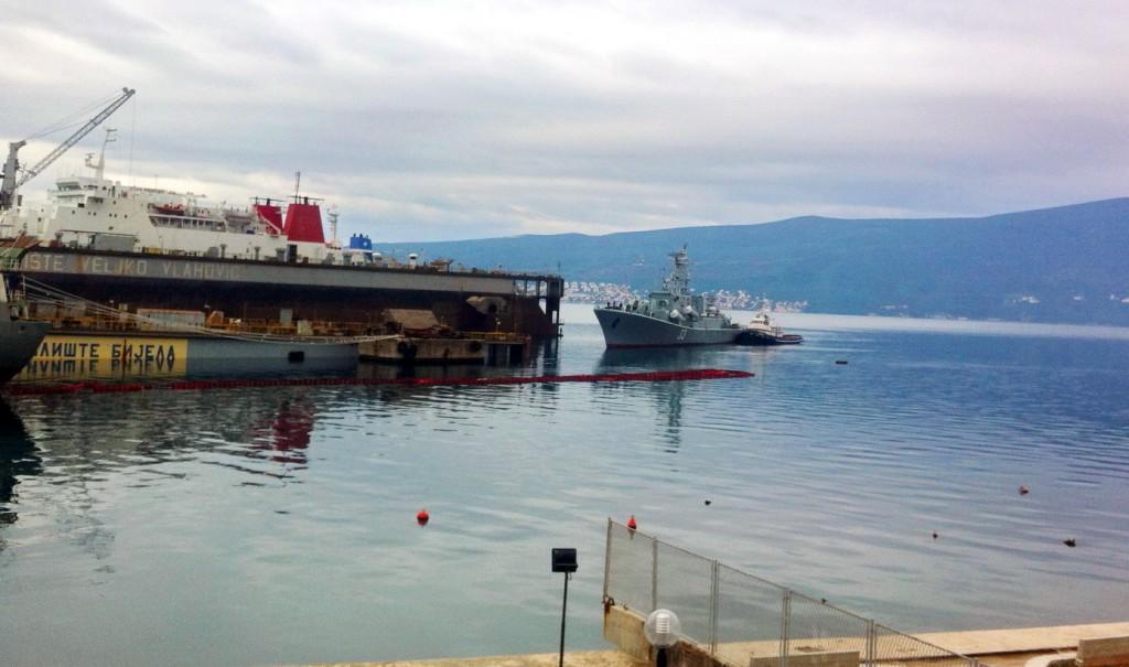 Ulazak fregate Kotor u dok