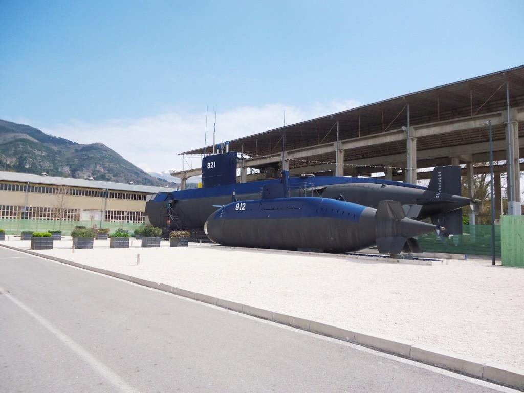 Ispred Zbirke pomorskog nasljedja u Tivtu