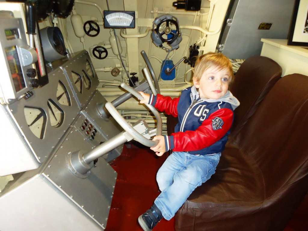 Za kormilom podmornice HEROJ u Tivtu