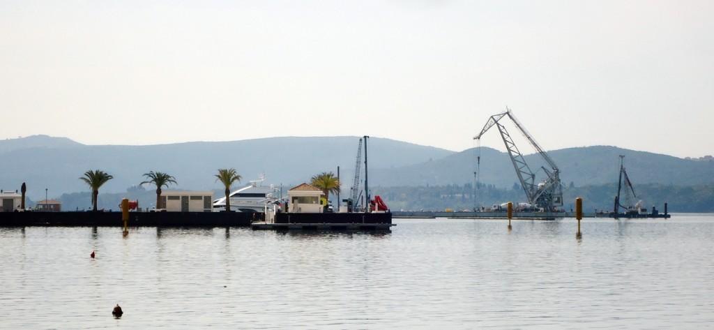 Nove stubne plutace za eko branu oko pumpne stanice Porto Montenegra
