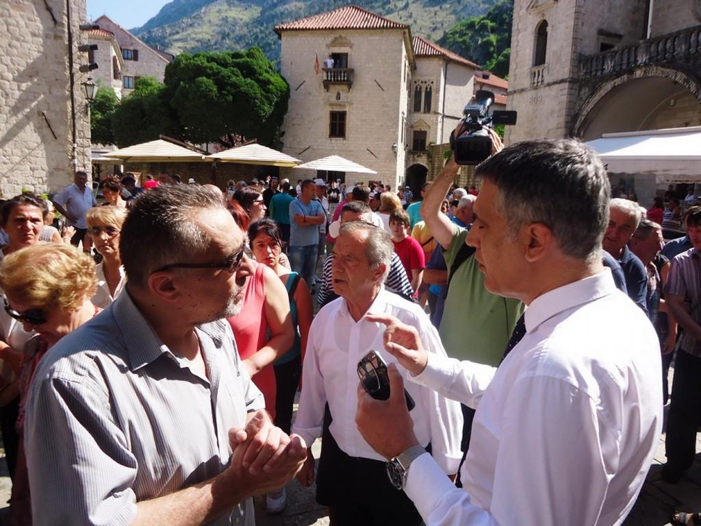 Gradonačelnik sa učesnicima protesta
