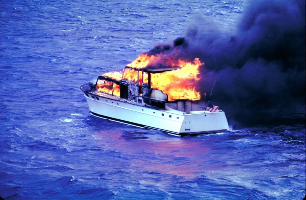 Požar na brodu - ilustracija_