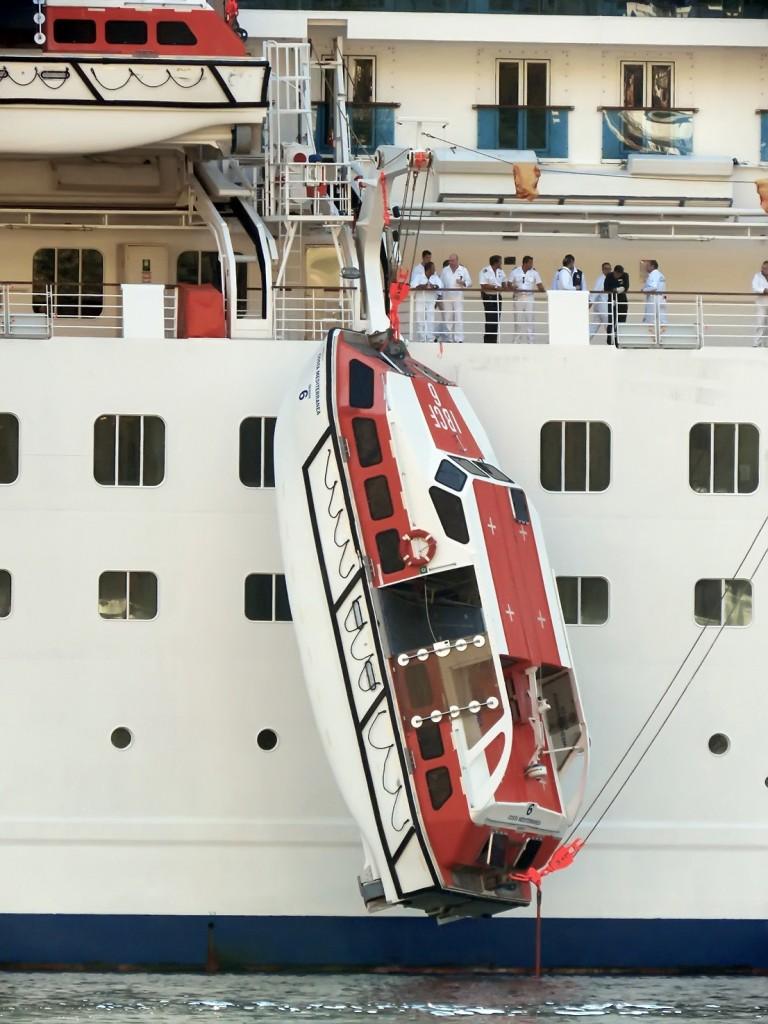 Kotor - Tender ostao visiti niz bok Costa Mediterranea - foto Boka News