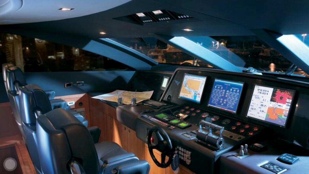 Komandni most na jahti M3 - foto www.predatorm 3.com