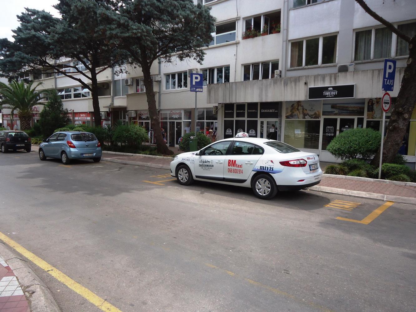 Novo taksi stajaliste u Ulici 21.novembra