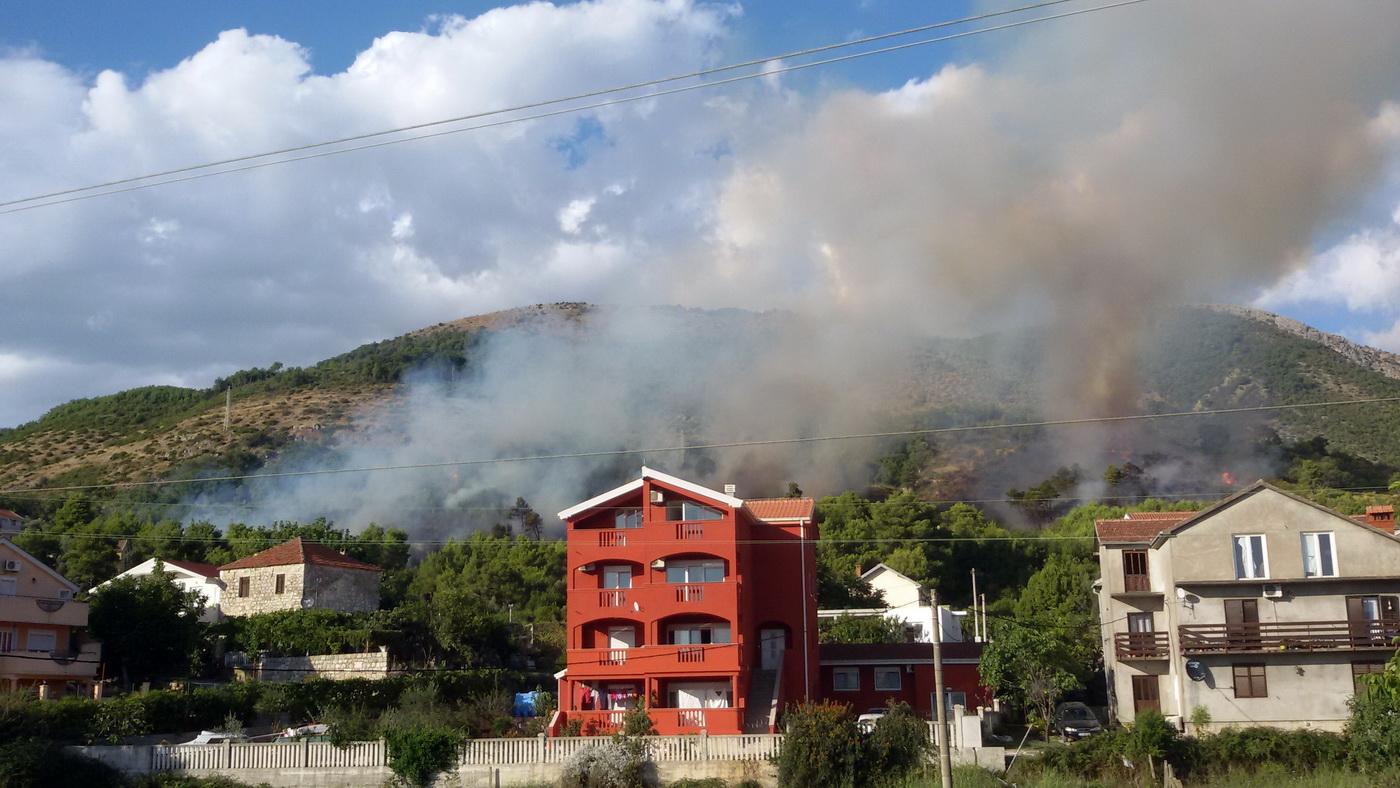 Požar iznad Tivta foto Natalija Radnjić