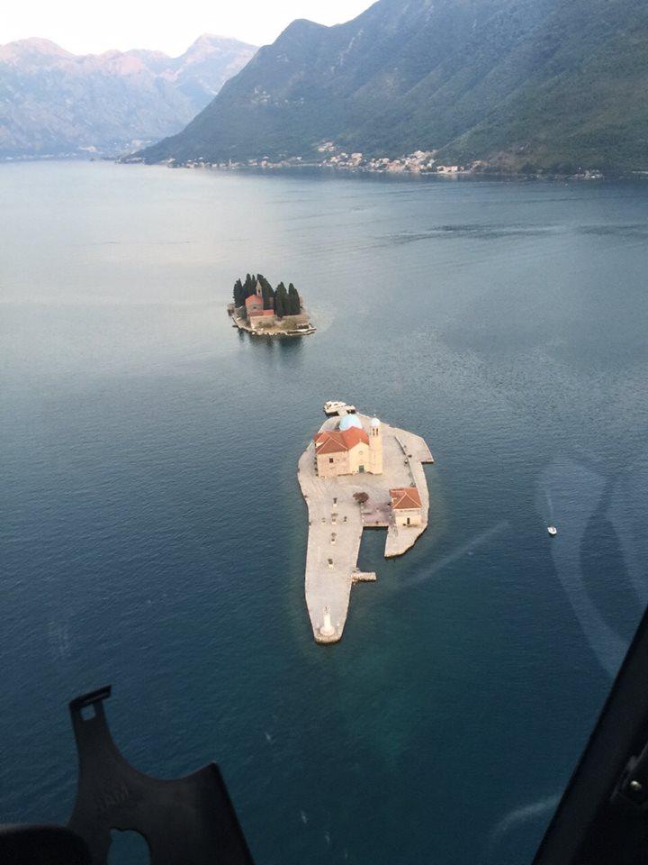 Pogled na peraške otoke iz Hawattovog helikoptera