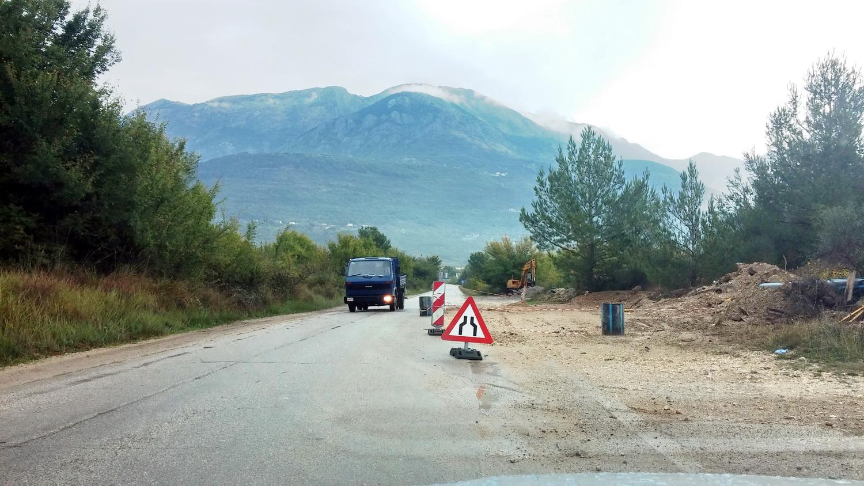 Put za Radoviće i Lušticu