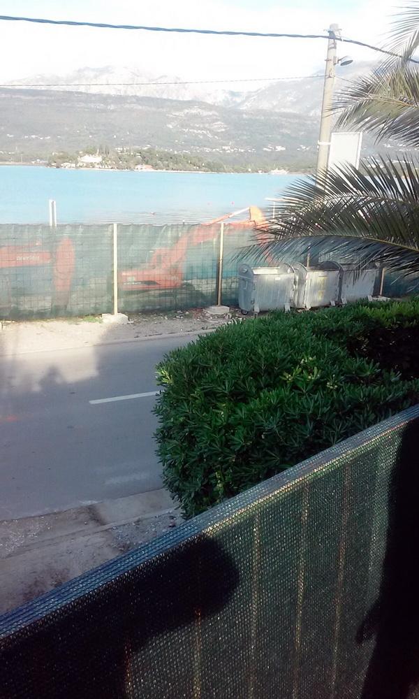 Ograda gradilista na morskoj obali