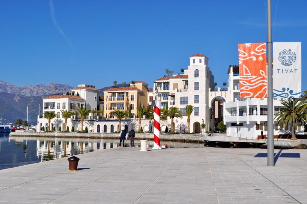 Tivat,riva,Pine,pogled na Porto Montenegro