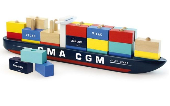 Drveni brod igračka