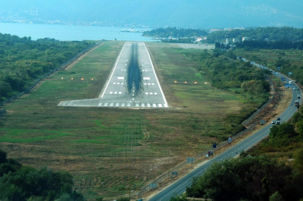 Prilaz na slijetanje na aerodrom Tivat do koga dovodi lokalajzer