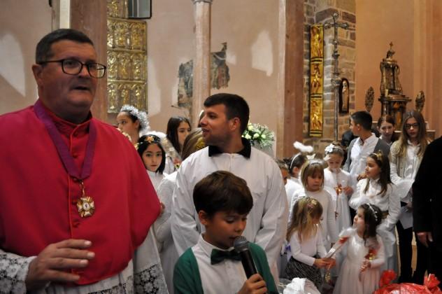 Sveti Nikola podjelio darove