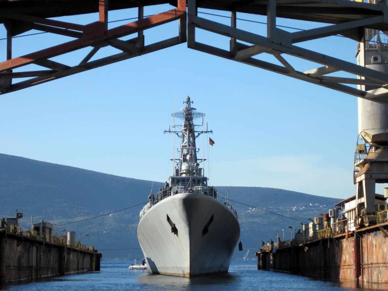 Uvodjenje fregate 34 u dok u Bijeloj