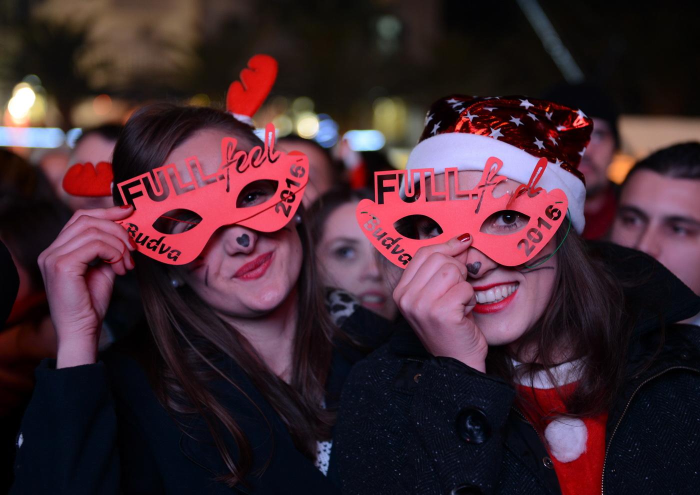 Budva sa Čolićem dočekala Novu godinu - foto