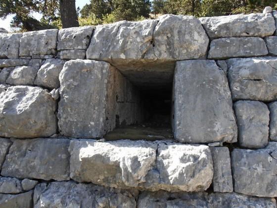 Kameni-podzid-sa-ispustom-za-vod