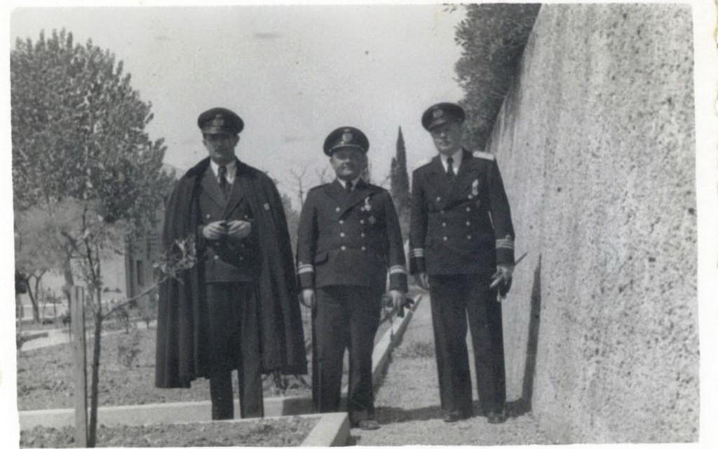 Petrović sa jugoslovensmkim vazduhoplovcima u Egiptu