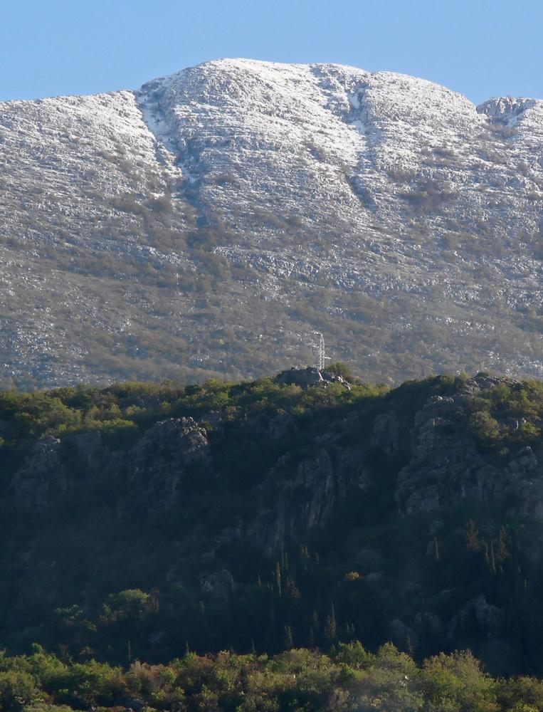 Juzna strana Dobrostice pod proljetnim snijegom