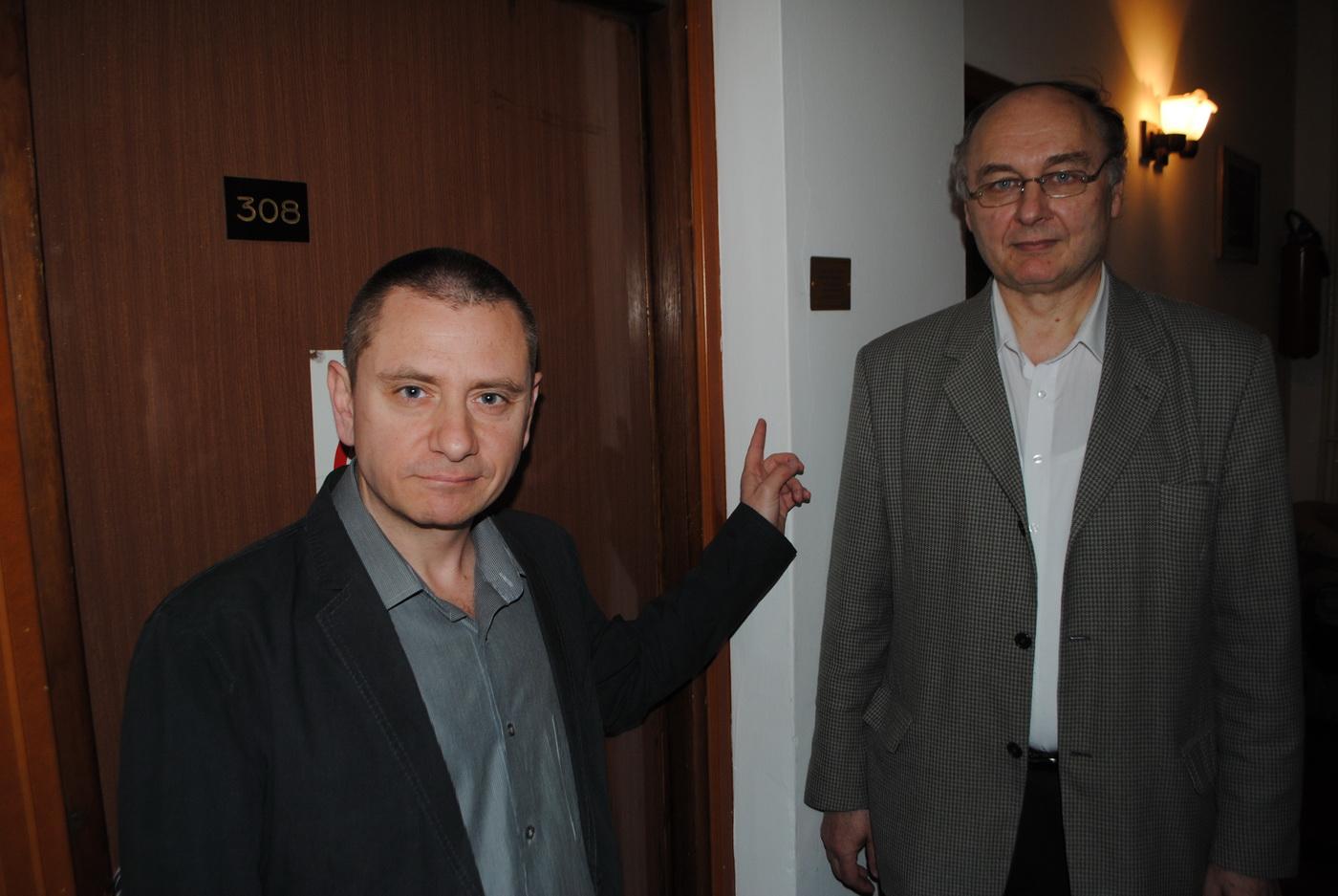 """Nikola Malović i Dragan Milosavljević ispred sobe 308 hotela """"Kasina"""" na Terazijama (Foto: Laguna)"""