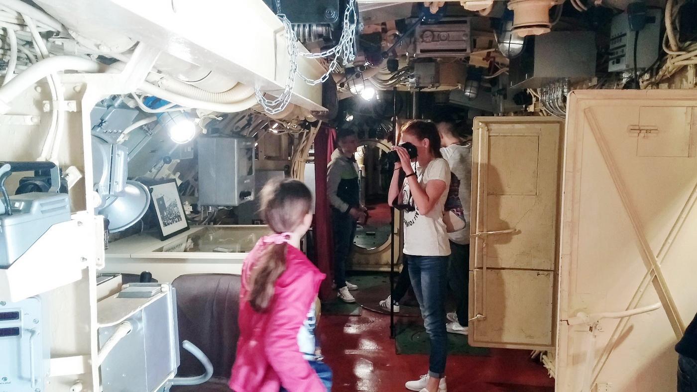 Radoznali posjetioci u podmornici