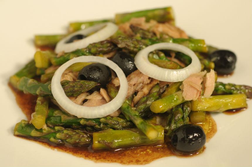 Salata od šparoga sa tunom