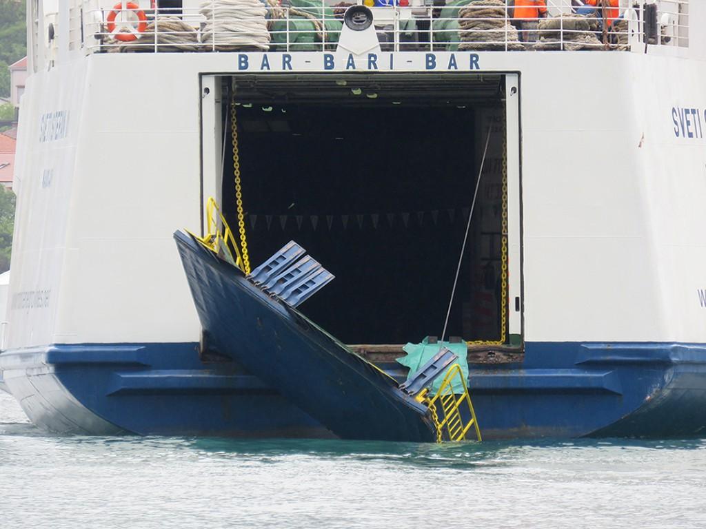 Unistena krmena rampa na feribotu