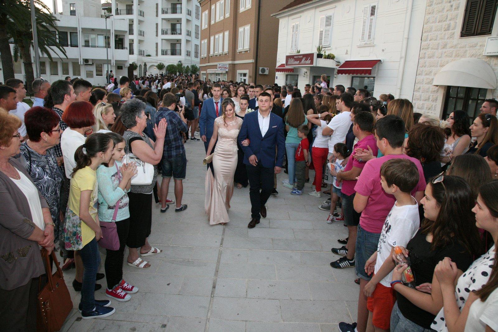 Matursko veče tivatskih srednjoškolaca - foto Riva