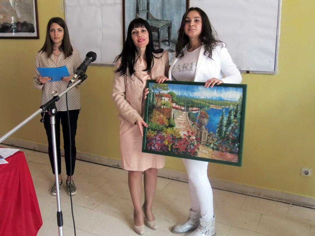 Maturanti direktorki poklonili umjetničku sliku