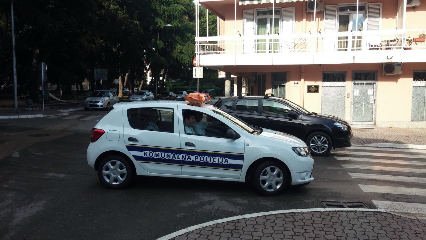 Komunalna policija u Tivtu u akciji
