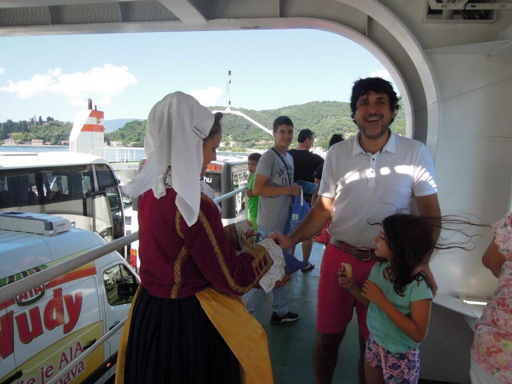 Doček turista na trajektu