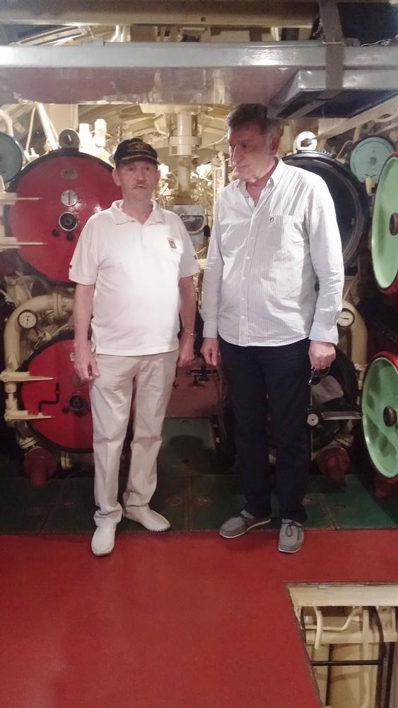 Kurdin-sa-predsjednikom-udruzenja-podmornicara-CG Rajkom Bulatovicem u Tivtu