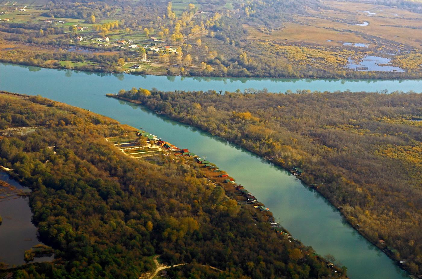 Obala rijeke Bojane foto-Anton Gula Marković