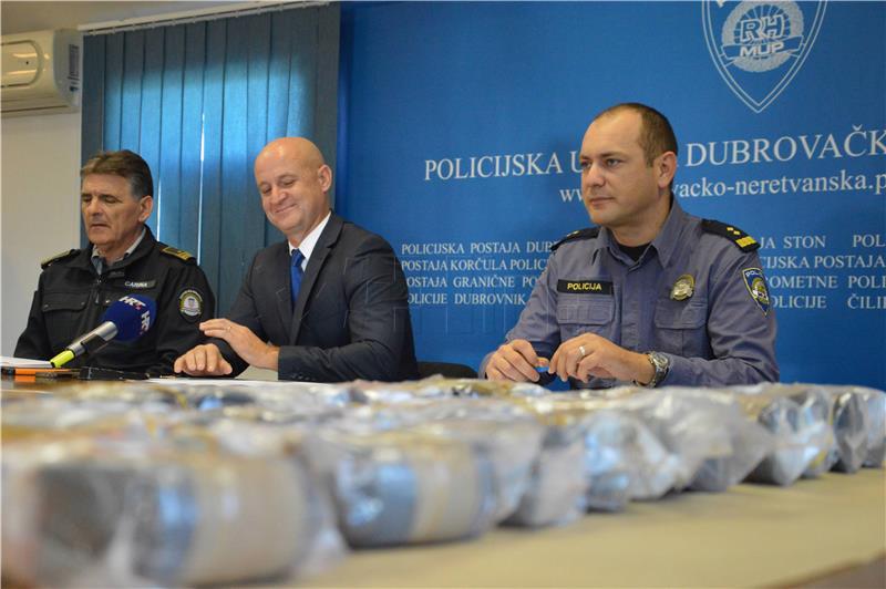 Na Karasovićima zaplijenjeno gotovo deset kilograma heroina - foto HINA