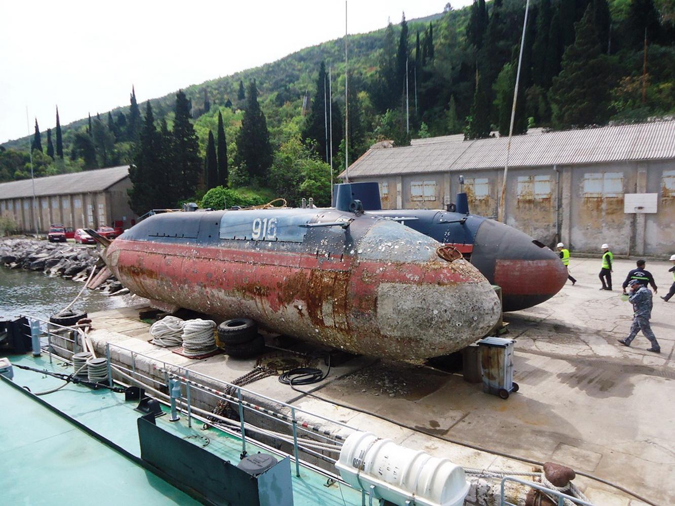 Podmornice P 916-i P 911 na Pristanu