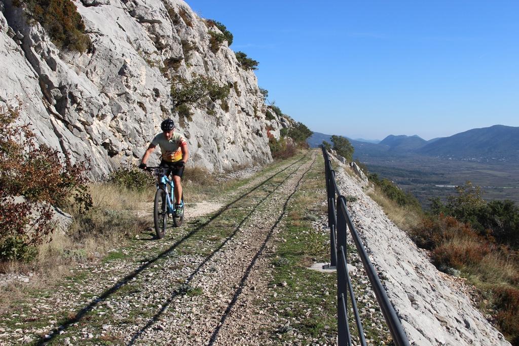 Bicikliranje kroz povijest – revitalizacija stare uskotračne željeznice ĆIRO