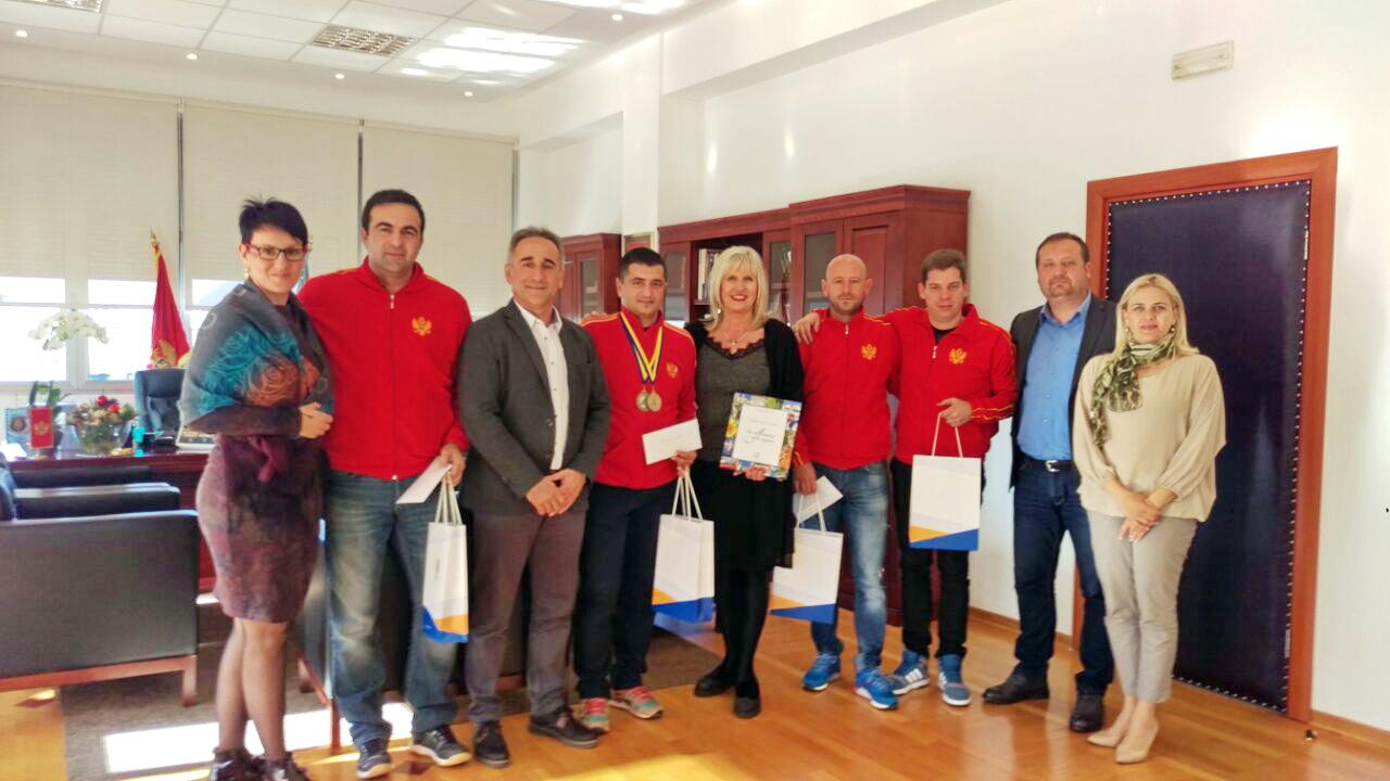 Bućari-sa-rukovodstvom-opštine