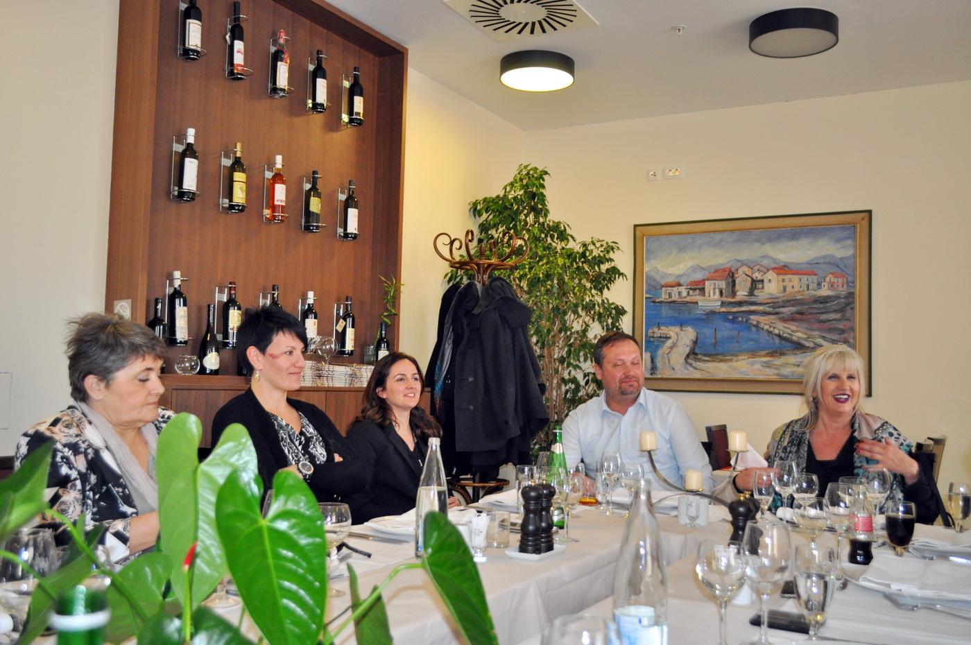 Gradonačelnica Tivta sa saradnicima i novinarima