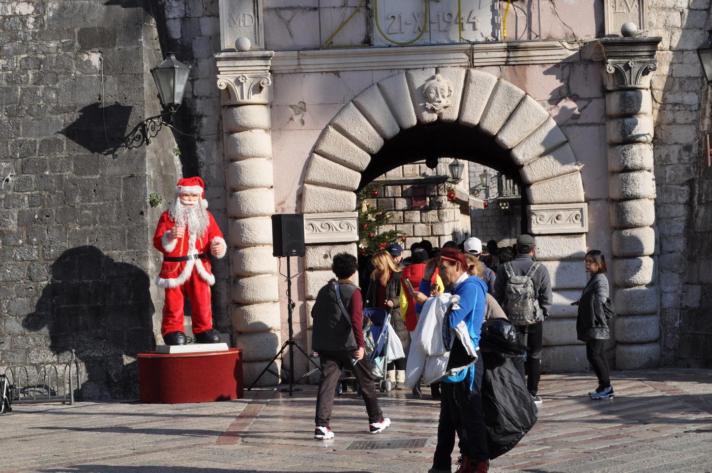 Humantarn novogodišnji bazar - Kotor