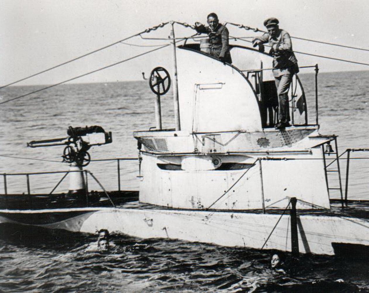 Tomić-desno-na-tornju-podmornice-u-27