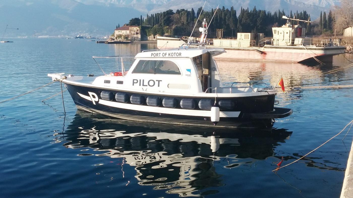 Novosagrađeni pilotski čamac Luke Kotor