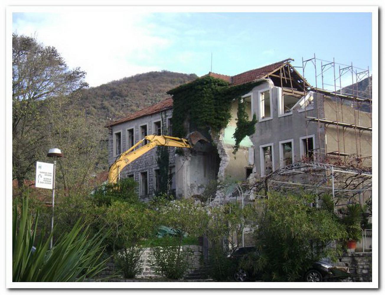 Stara škola rušenje