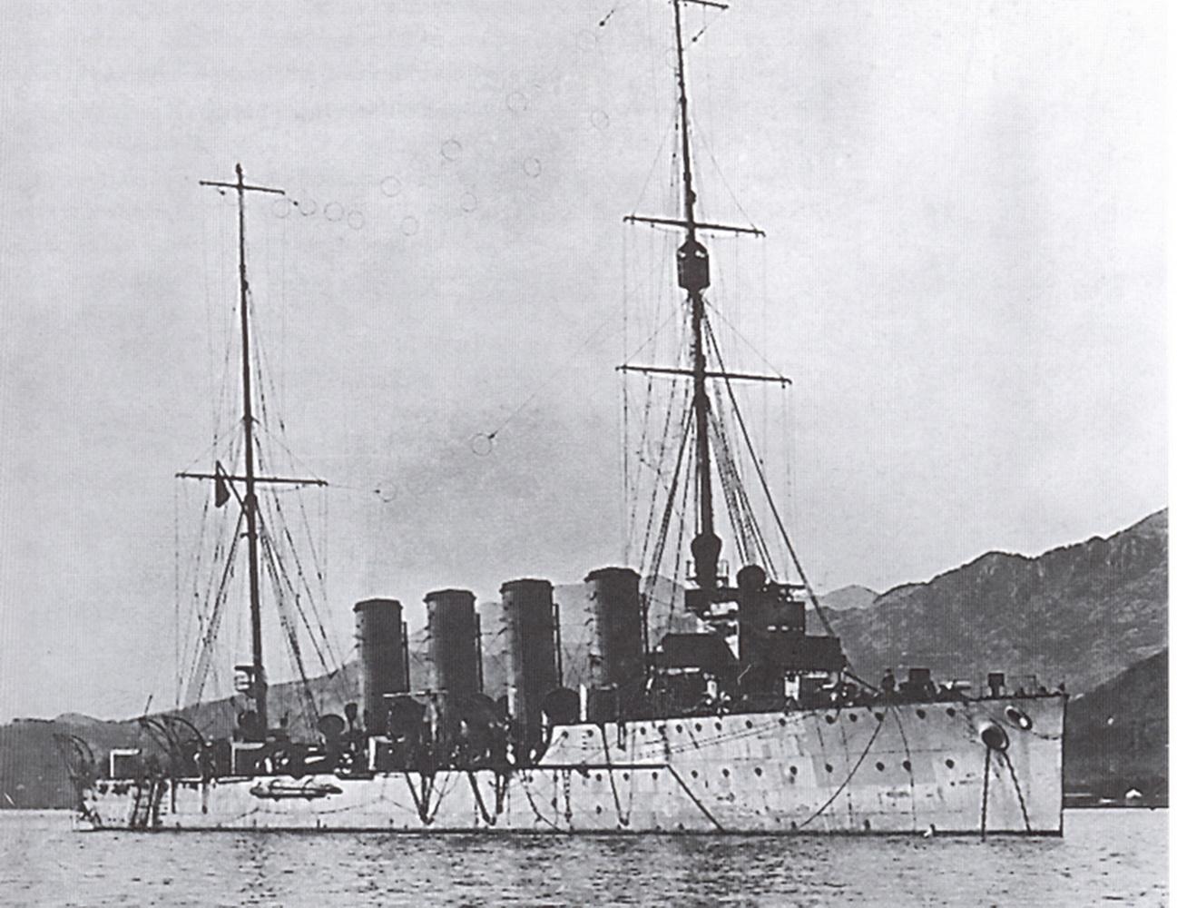Krstarica Helgoland u Boki