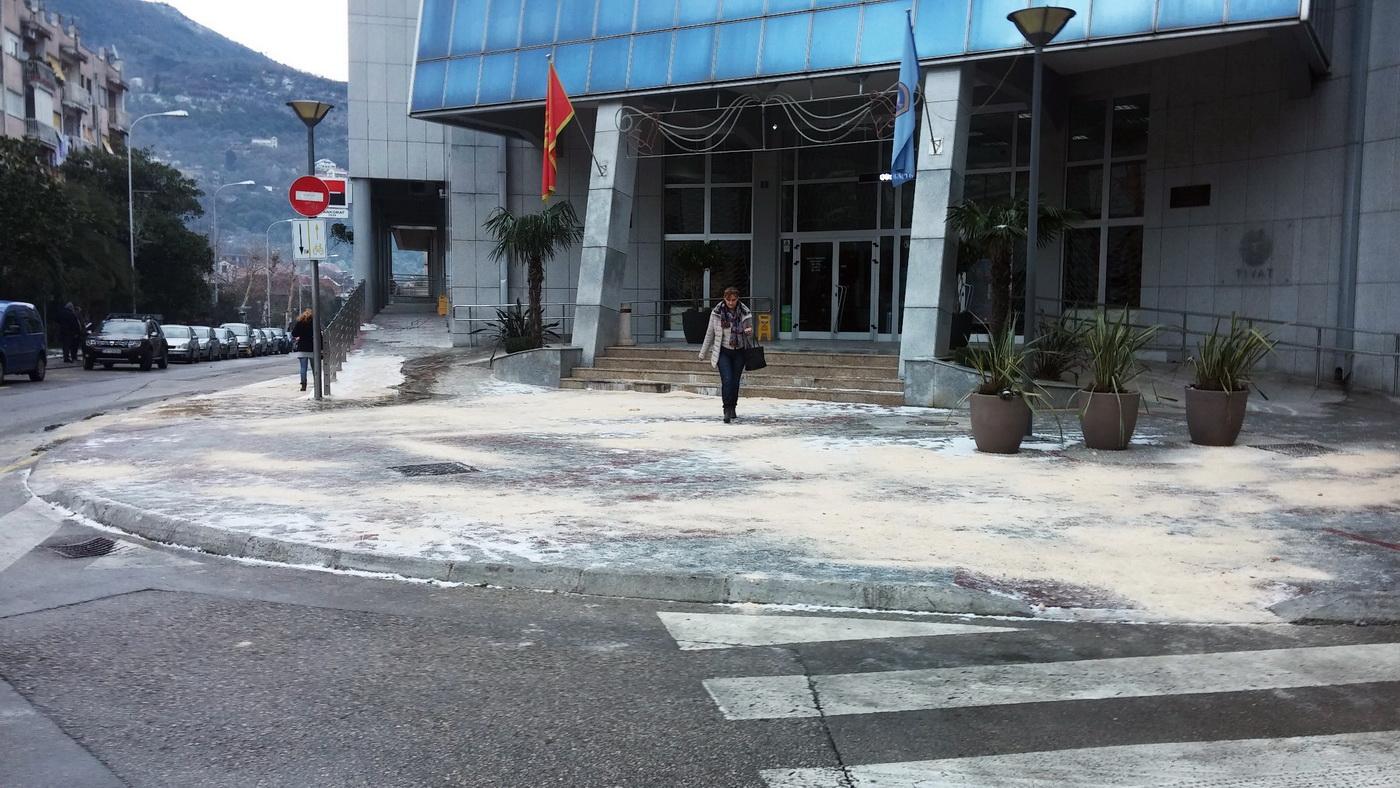 Led na ulaz u zgrade Opštinet Tivat
